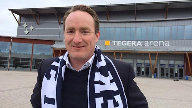 Leksands Vd, Christer Plars, utanför Tegera Arena.