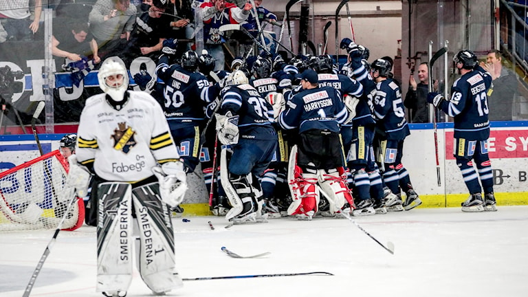 Karlskoga firar segern mot AIK.