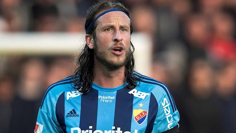 Fotbollsspelaren Jonas Olsson i Djurgårdströjan.