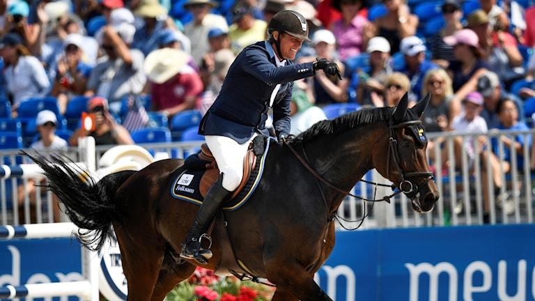 Fredrik Jönsson på hästen Cold Play.