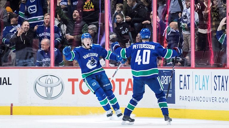 Vancouvers Brock Boeser och Elias Pettersson. Foto: DARRYL DYCK/TT