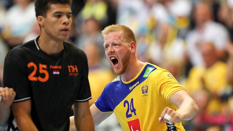 Sveriges Jim Gottfridsson jublar under herrarnas andra playoff-match till VM mellan Sverige och Nederländerna