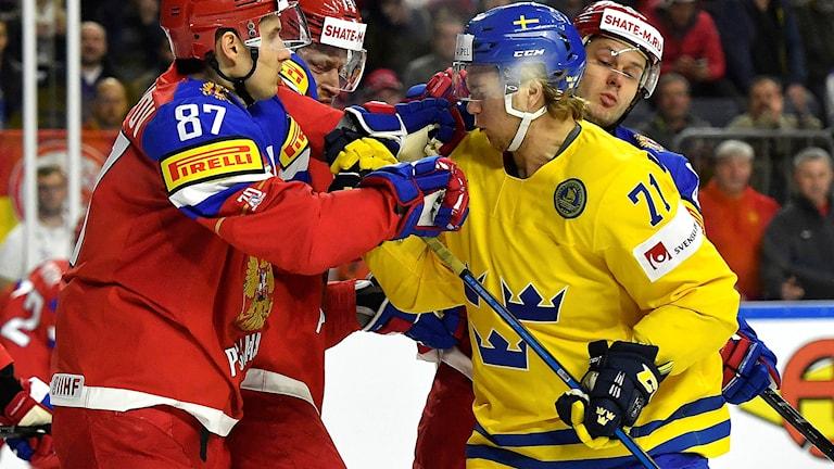 Sveriges William Karlsson i VM-premiären mot Ryssland.