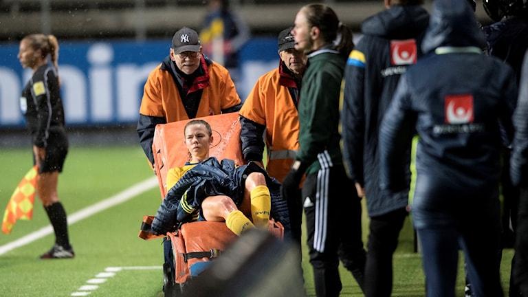 Jessica Samuelsson fick lämna matchen mot Ungern på bår.