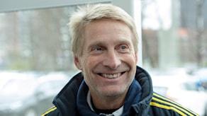 Thomas Dennerby svarar på frågor under svenska damlandslagets pressträff på Woudestein Stadion inför en OS-kvalmatch mot Schweiz 2016.