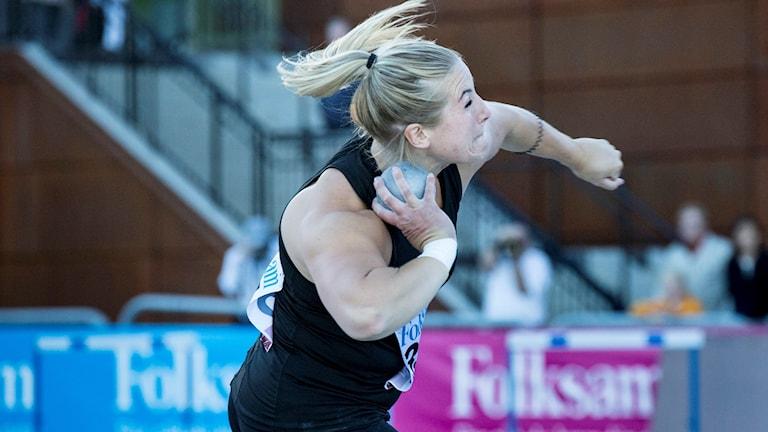 Fanny Roos kastade 18,22 vid en tävling i Uppsala.