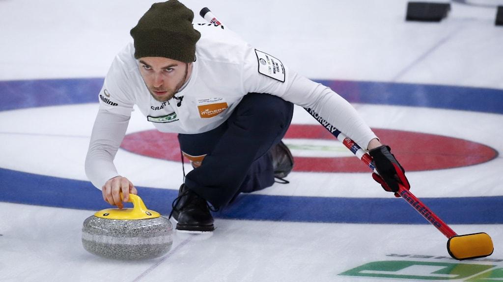 Skotten Steffan Walstad i Curling-VM.