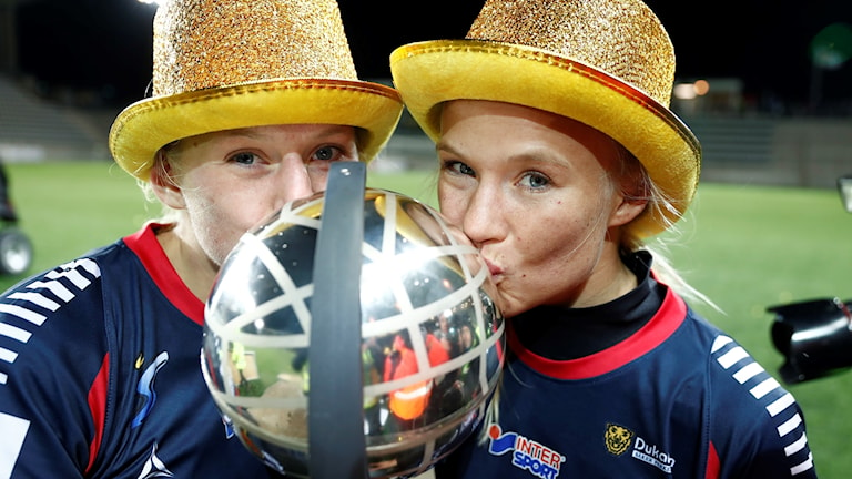 Stina Blackstenius och Pernille Harder.