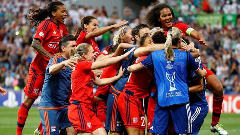 Lyon firar efter sin straffseger i CL-finalen