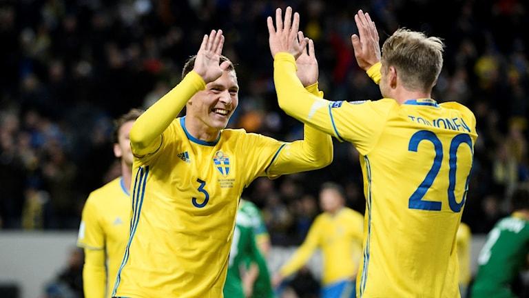 Victor Nilsson Lindelöf och Ola Toivonen.