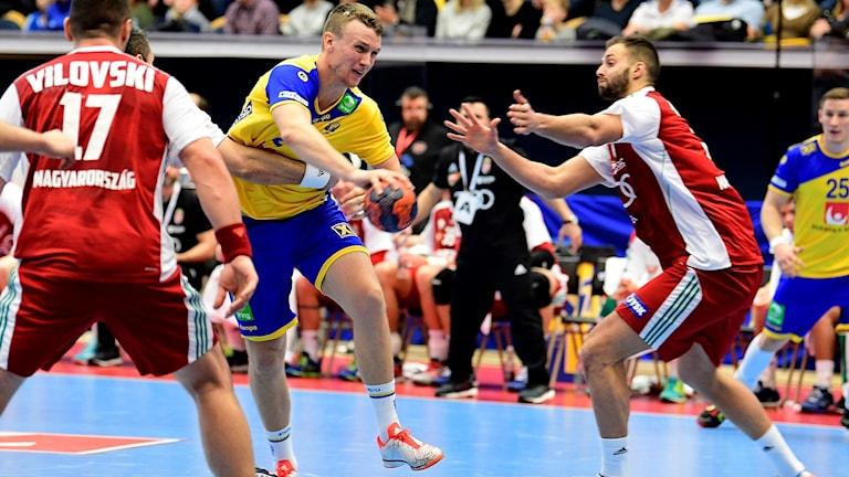 Philip Henningsson gör mästerskapsdebut i Kroatien.