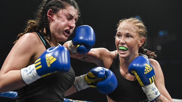 Patricia Berghult (till höger) i en match 2016.