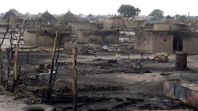 En nedbränd by i Sudan. Foto: Sarah El Deeb/Scanpix.