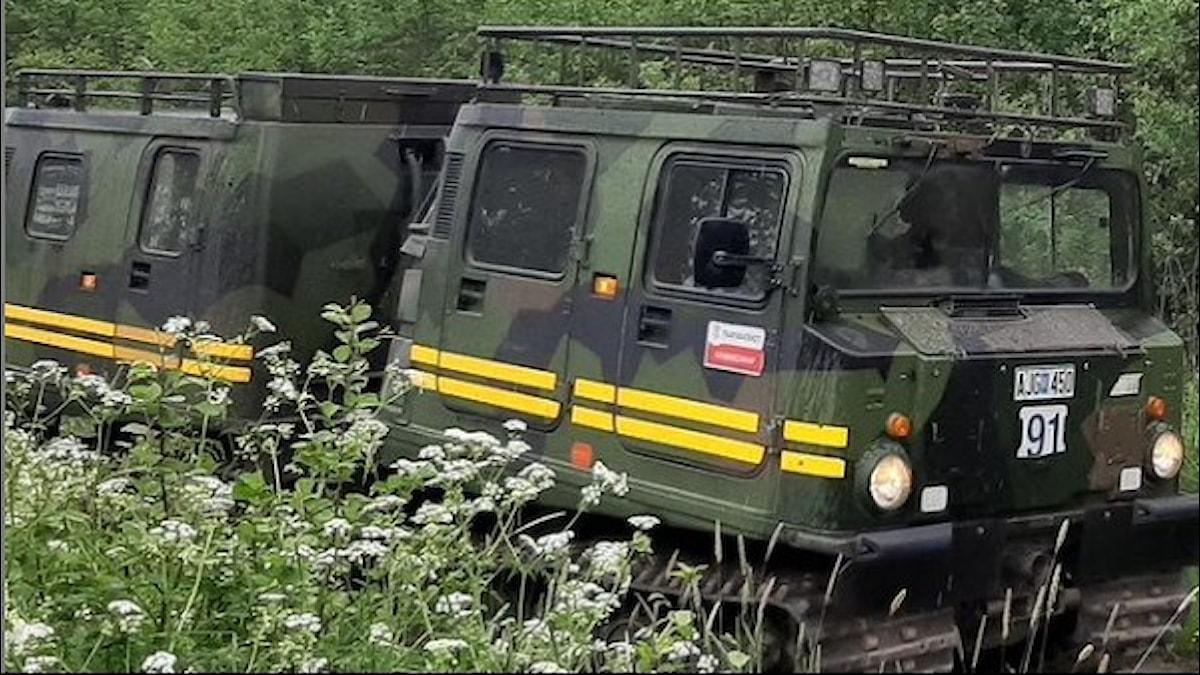 Bilkåren genomför utbildning av nya bandvagnsförare i skogen
