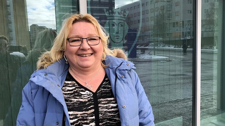 Riitta Eddib on Kommunalin tiiminvetäjä Rinkeby-Kistan kaupunginosalautakunnassa