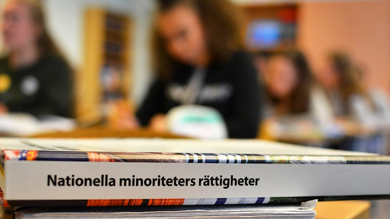 Etualalla kirja Nationellla minoriteters rättigheter