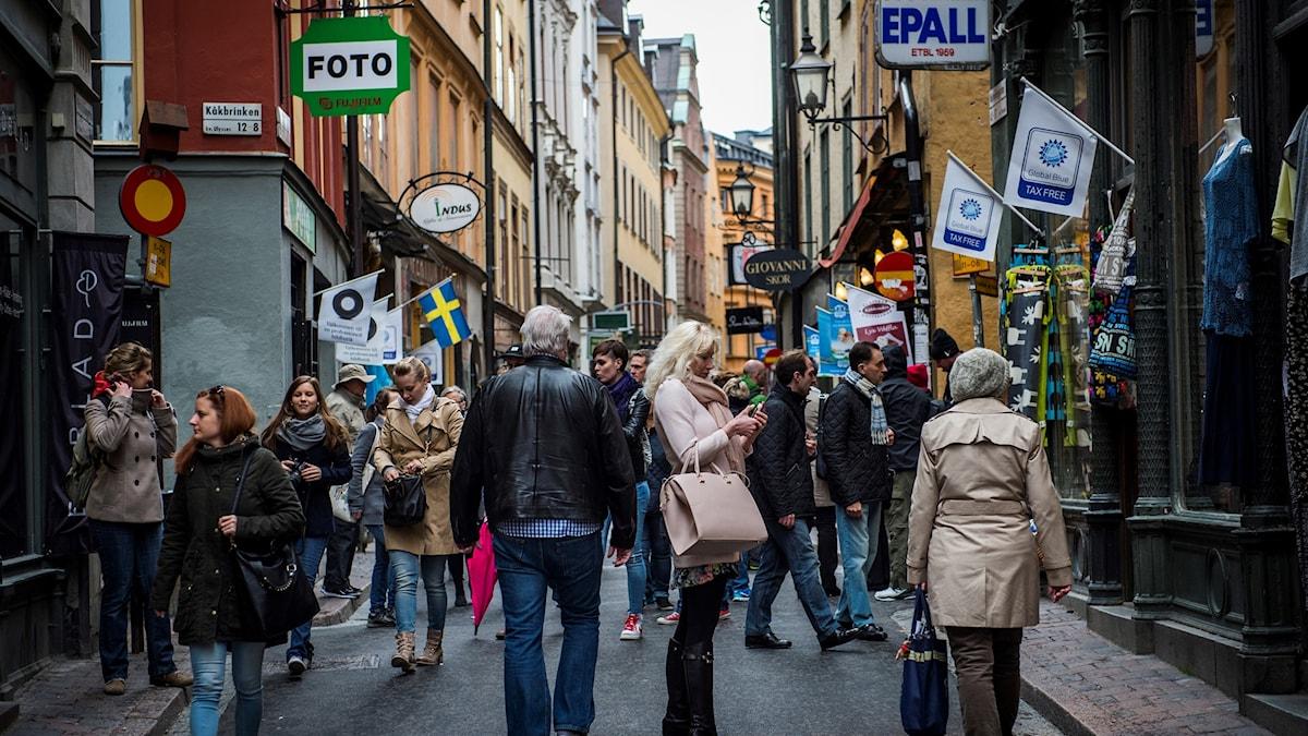 Turister på Västerlånggata i Stockholm