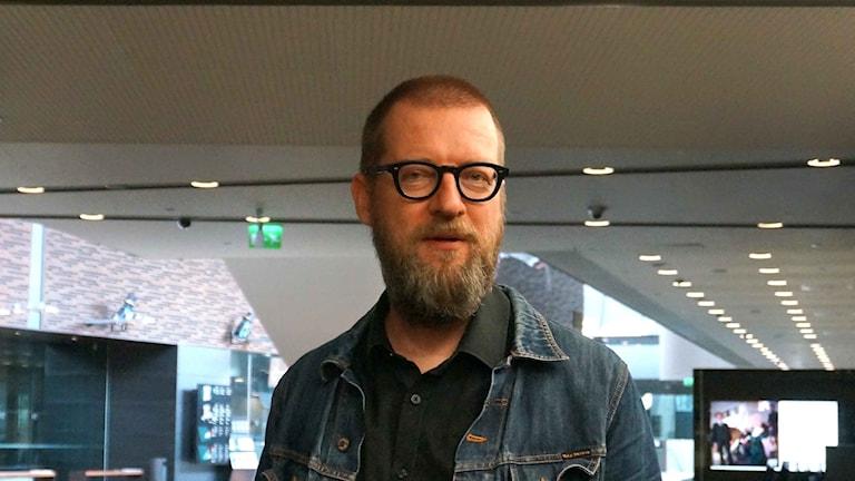 Timo Kalevi Forss kirjoitti kirjan: Toverit herätkää!