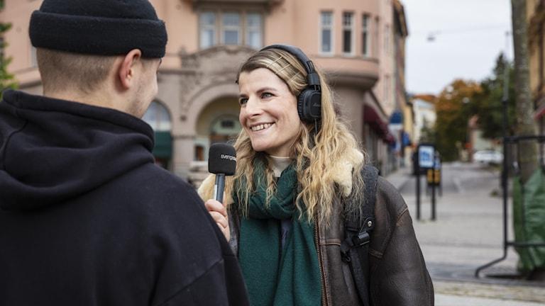 Pauliina Rinne haastattelee Södertäljessä