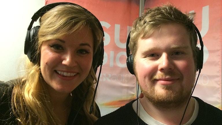 Istria Sanchez  Autio och Emil Grönvall med hörlurar på huvudet