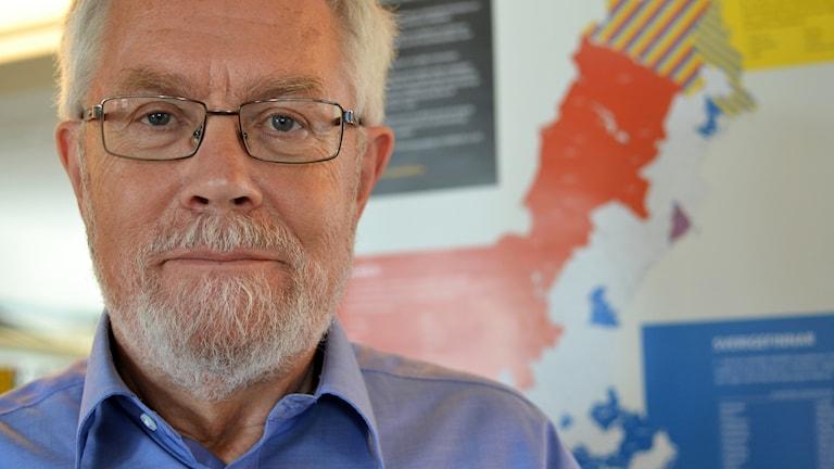Kuvassa hallitukselle vähemmistöselvityksen tehnyt Lennart Rohdin.
