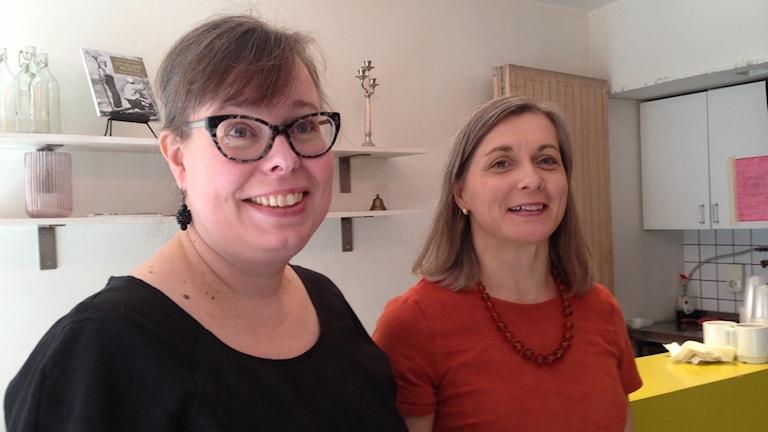 Kielenhuoltajat Riina Heikkilä ja Tarja Larsson