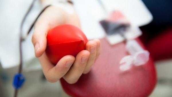 Kuvituskuva verenluovutuksesta.