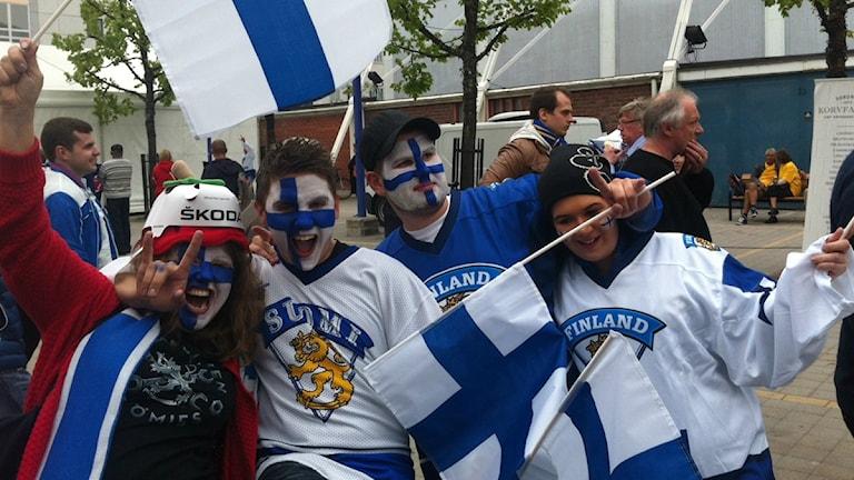 Suomalaisia kiekkojuhlijoita Tukholmassa
