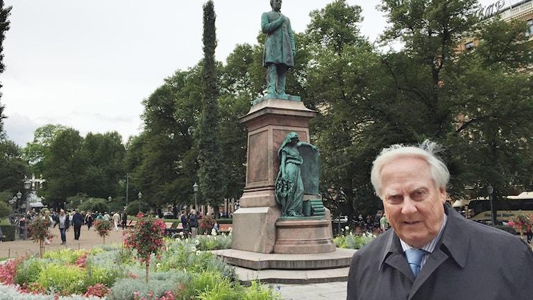 Suurlähettiläs Heikki Talvitie oli aktiivinen diplomaatti suomenkielen aseman vahvistamiseksi Ruotsissa.