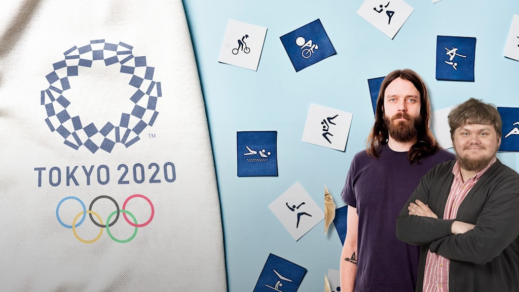 Programledaren Kai och dialogredaktören Kalle står framför kort av olika OS-grenar, på vänster sida syns den officiella logotypen för OS i Tokyo 2020.