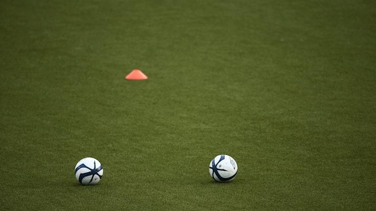 Jalkapallo houkuttelee paljon faneja. Foto: Stian Lysberg Solum / NTB scanpix / TT