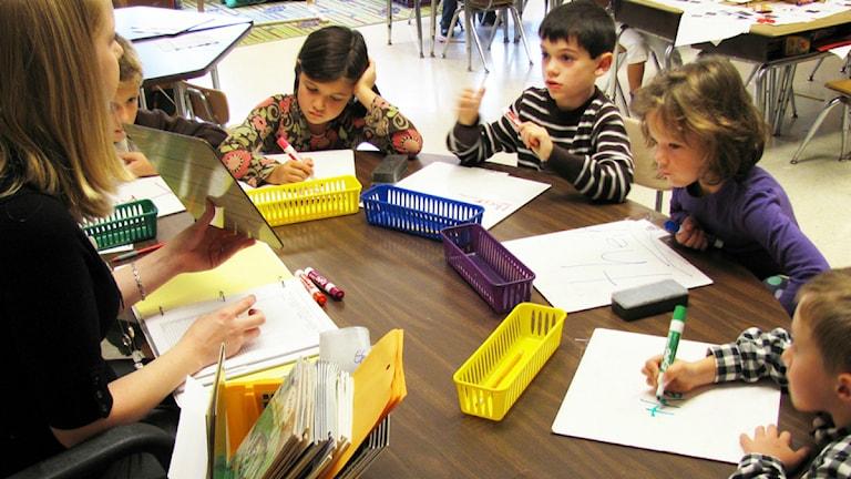 Klassrum barn lärare Foto: woodleywonderworks/flickr/CC BY 2.0