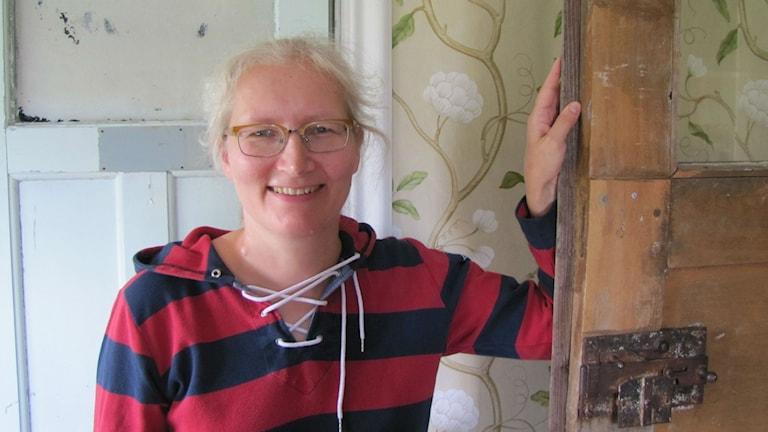 Elina Tast-Lahti Hammarbyn kodissaan.Foto Pirjo Hamilton SR Sisuradio