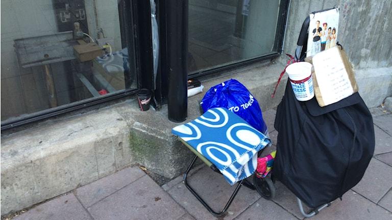 Kerjäläisiä näkee yhä useammin pienempienkin kaupunkien kaduilla.