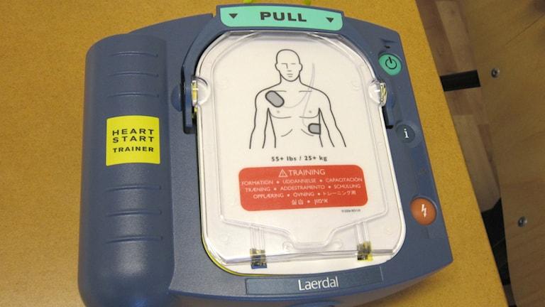 Heart start trainer - harjoituslaite sydämen käynnistämistä varten, kuva: Tytti Jussila / SR Sisuradio