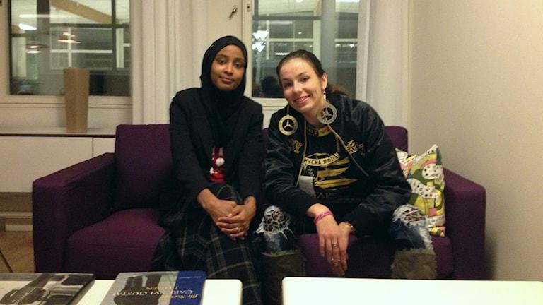 Maryan Abdulkarim och Mercedes Bentso (Linda-Maria Roine). Foto: Maziar Farzin.