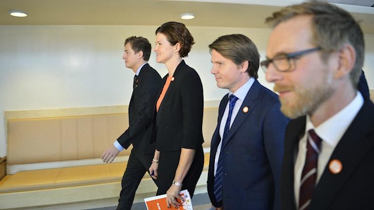 STOCKHOLM 20141110 Emil Källström (C) , Anna Kinberg Batra (M), Erik Ullenhag (FP) och Jakob Forssmed (KD) presenterar Alliansens skuggbudget under en pressträff i Riksdagens presscenter. Foto: Henrik Montgomery / TT