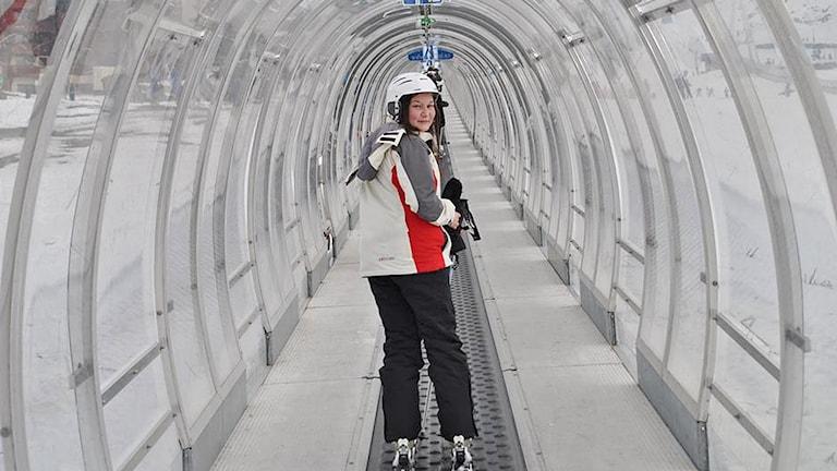 Piia Heikkinen hiihtohississä / i tunnellift. Kuva/Foto: Privat
