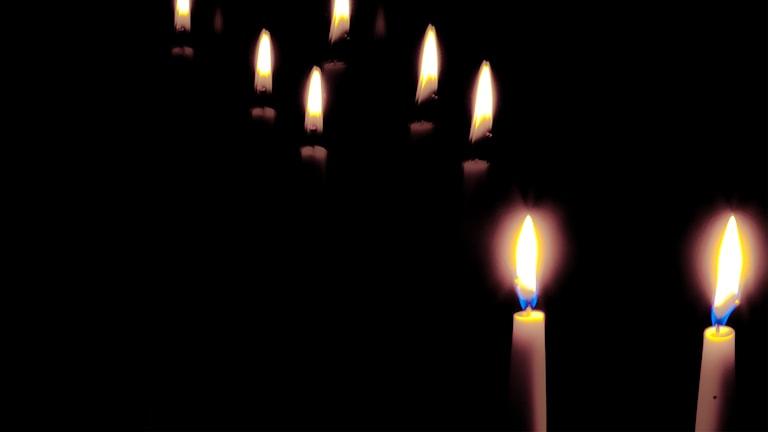 Kynttilät ikkunalla kuuluvat ruotsinsuomalaistenkin itsenäisyyspäivään. Foto: Jussi Mononen, Flickr (CC BY-NC-SA 2.0)