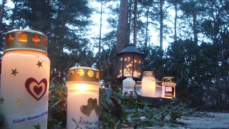 Kuva/Foto: Simon Leijnse. Gravlyktor på Norra kyrkogården i Kalmar.