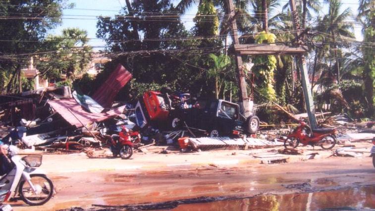 Tsunamin jälkiä Thaimaassa. Foto: Zalzadore /Flickr.com (CC BY-NC 2.0)