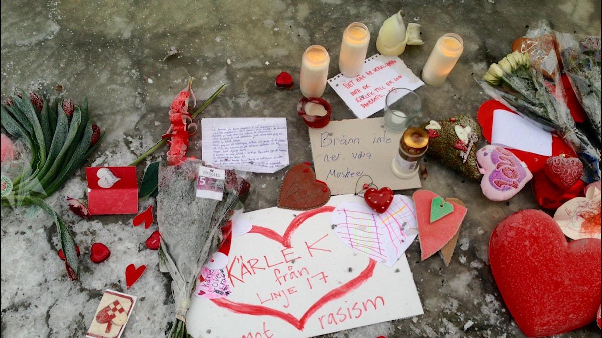 Sympatian osoituksia Nyforsin moskeijan pihalla Eskilstunassa