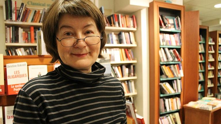 Hilkka Hurskainen työskentelee Tukholmassa Hedengrens bokhandel-kirjakaupassa. Foto: Heidi Herrmann/SR