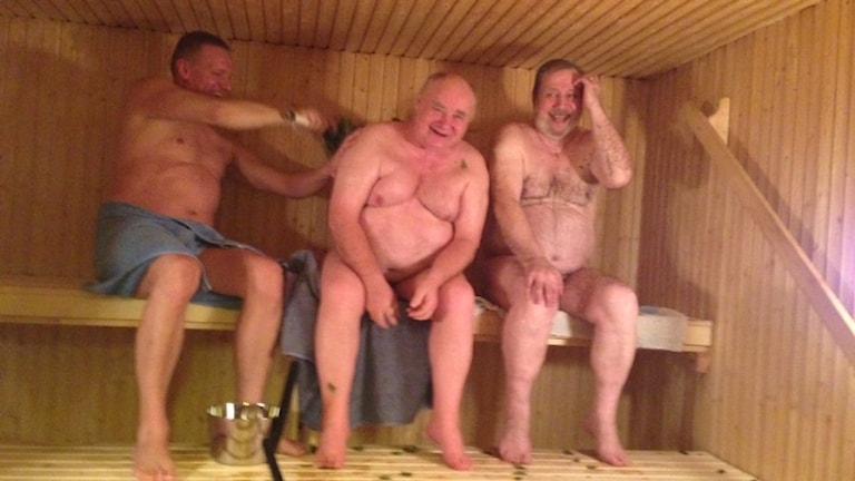 Joha Frondelius, Eino Sarre ja Juhani Nissinen hoivakoti Igelkottenin saunassa