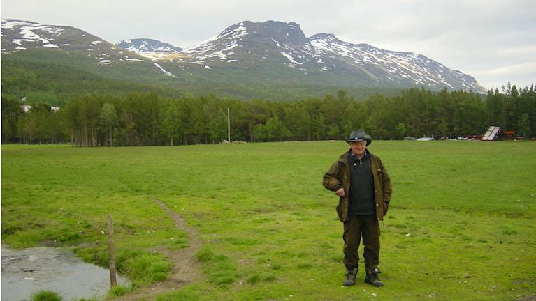 Kveenimaa yhdistyksen puheenjohtaja Björnar Seppola Yykeanperän maisemissa, Foto/kuva: Juha Tainio SR Sisuradio