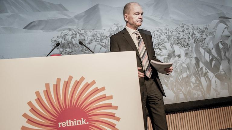 Stora Enson entinen toimitusjohtaja Jouko Karvinen tiedotustilaisuudessa Helsingissä 2013. Foto: Magnus Hjalmarson Neideman/SvD/TT.