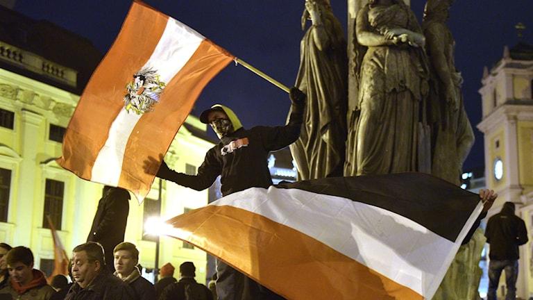 Pegidan mielenosoittajia Itävallassa Wienissä. AP Photo/Hans Punz.