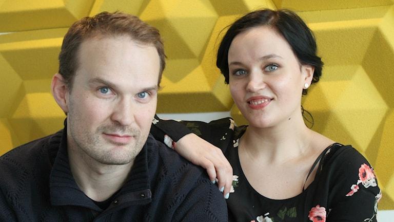 Tuomas Ojala juontaa uutta Musalistaa ja Anni Riit'aho avustaa. Foto: Irma-Liisa Pyökkimies / Sveriges Radio Sisuradio