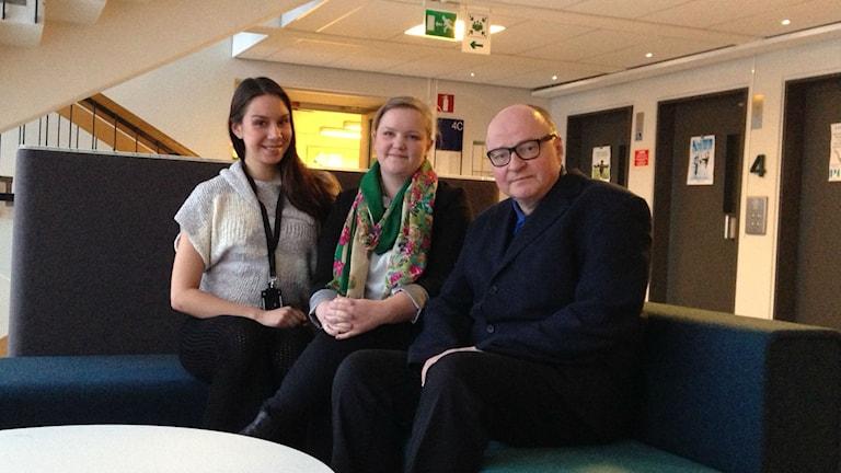 Jasmin Lindberg, Julia Immonen ja Jorma Ikäheimo. Kuva/Foto: Ramin Farzin/Sveriges Radio Sisuradio