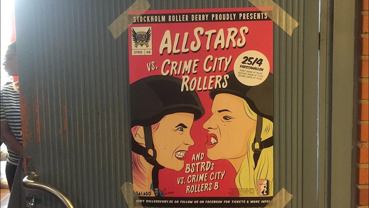 Roller Derby -tapahtuman juliste, jossa piirrettynä kaksi pelaajaa vastakkain